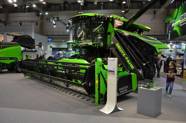 Deutz-Fahr with BISO header on Agritechnica fair